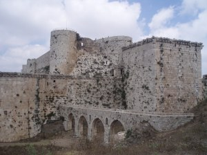 Krak des Chevaliers and its aqueduct [DD, 2010]
