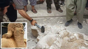 ISIS gangs smashing a priceless 8th C BC Assyrian statue (May 2014, Tell Ajaja, Syria)