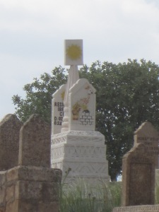 Yazidi tombstone in southeast Turkey, with symbols of the peacock and the sun, representing God on earth [DD, May 2014]