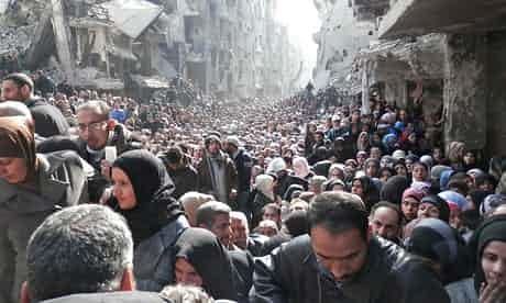 Residents-wait-to-receive-012 Yarmouk