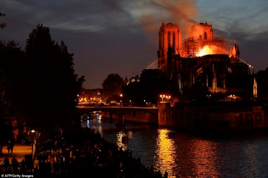 12314734-6925015-image-a-283_1555360722531 notre dame on fire