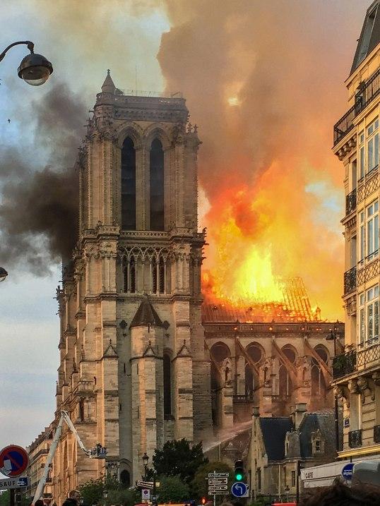 1024px-Incendie_Notre_Dame_de_Paris Notre-Dame fire